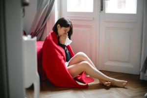 Woman-sitting-on-floor-3767426